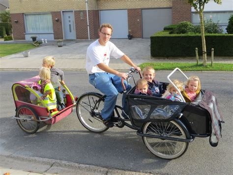 Carrier bike with many children